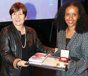 Support Worker - Muna - presented with Jack Petchy Award